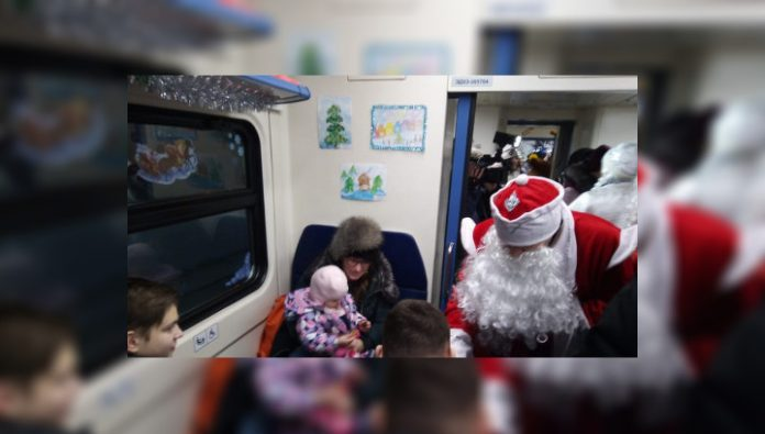 Altai Minister of transport arrived at railway station of Barnaul in the Santa Claus suit
