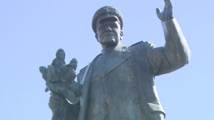 Hung a garland of sausages in Prague again desecrated the monument to Marshal Konev