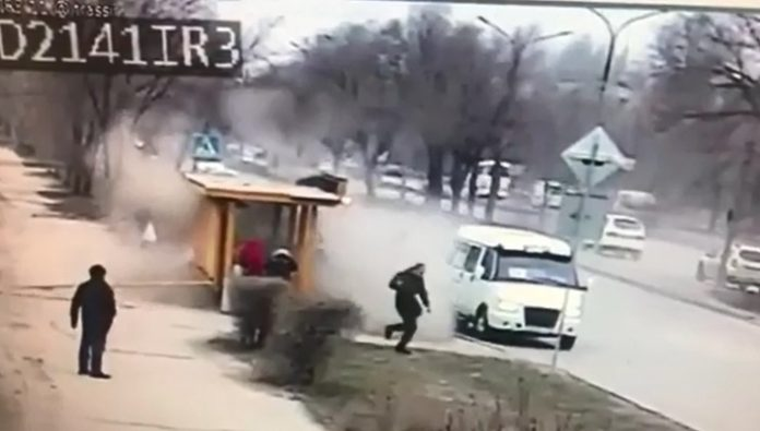 In the Volgograd region the reckless driver rammed a stop and fled the accident scene. Video