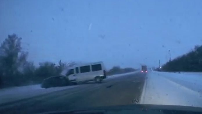 Risky overtaking ended in the death of two people on the track in the Tyumen region. Video