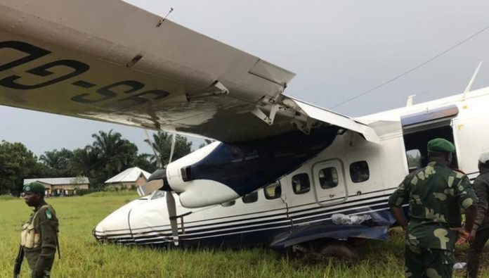 The plane with the deputies got into an accident, vegatibles c strip after landing. Video