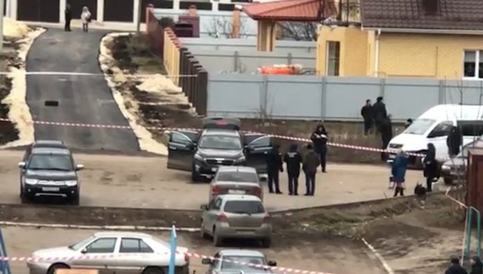 The site of the assassination attempt on the head of the district near Voronezh took video