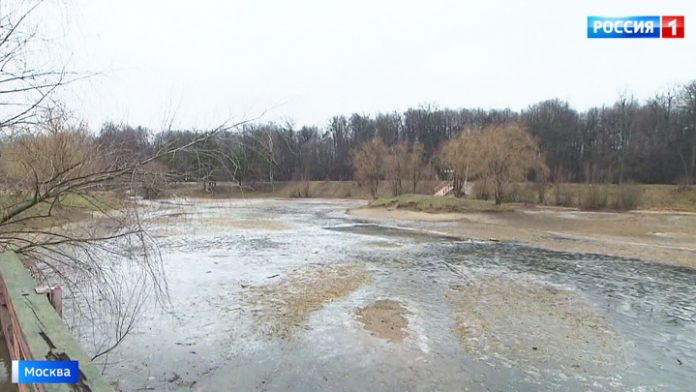 Abnormal weather has led to the shallowing of the Moscow reservoirs