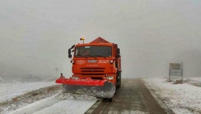 Angarsk and Grushevsky passes in the Crimea are cleared of snow and ice
