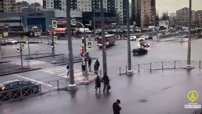 Daring driver knocked down a pensioner on going to St. Petersburg and disappeared