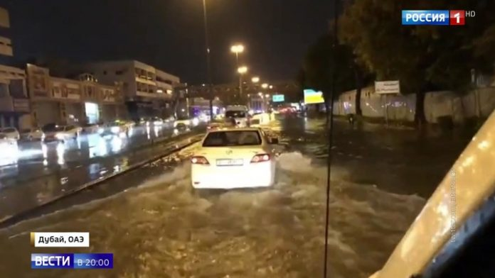 Dubai went under water: city were flooded by extreme rains