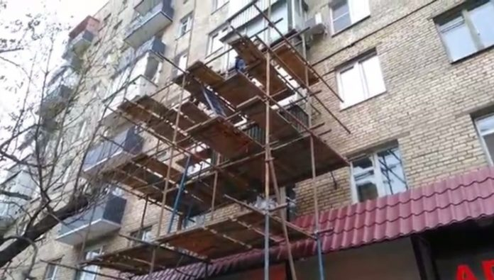 Five people injured in the collapse of scaffolding in the center of Moscow