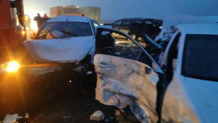 Fog caused the collision of 20 vehicles on the highway