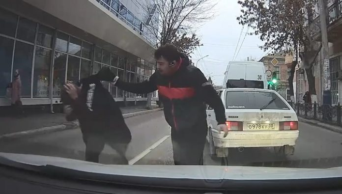 In Astrakhan will punish the bus driver who started a fight on the road in the city centre