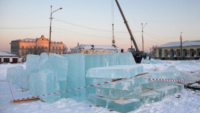 In Novokuznetsk are looking for wishing for money to destroy snow town