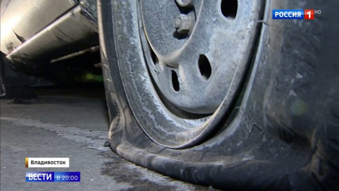 In Vladivostok, an unidentified maniac puncture the wheels of cars