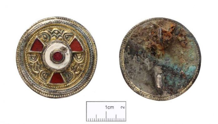 Kings, saints, and the woman with the brooch: the mystery of a unique burial in Canterbury