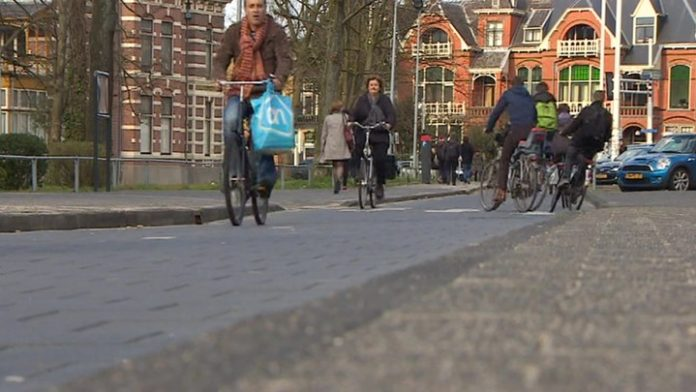 Night in Amsterdam will cost the tourist in an additional three euros