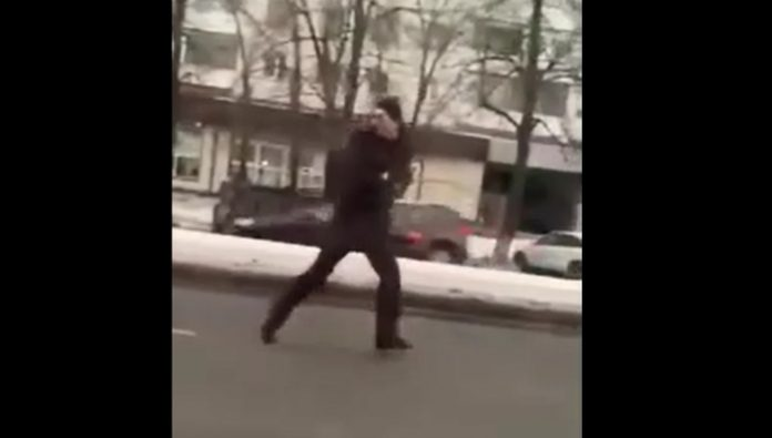 Police detained the man, strolled in Chelyabinsk with a gun