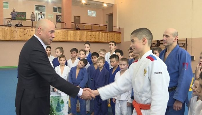 The head of the Lipetsk region handed the young judoka was a gift from the President
