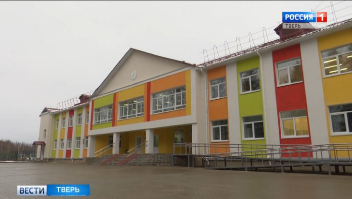 The Minister of education of the Russian Federation Olga Vasilyeva visited the new kindergarten and school in Staritsa district