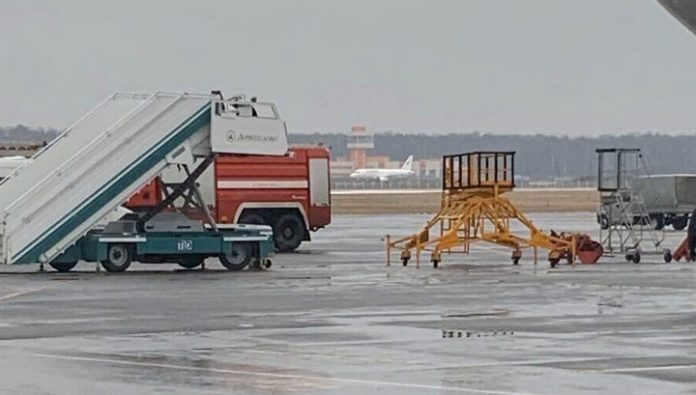 The passenger removed the landing of SSJ-100 on the unfinished strip at Domodedovo