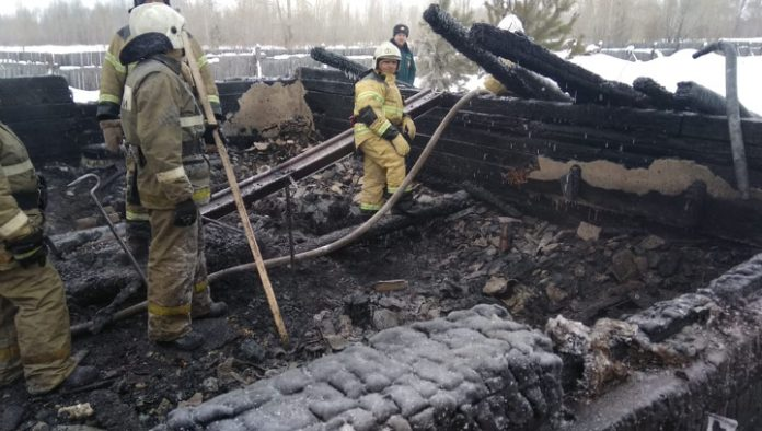The special MES delivered the bodies in the fire of Asinovsky area in Uzbekistan