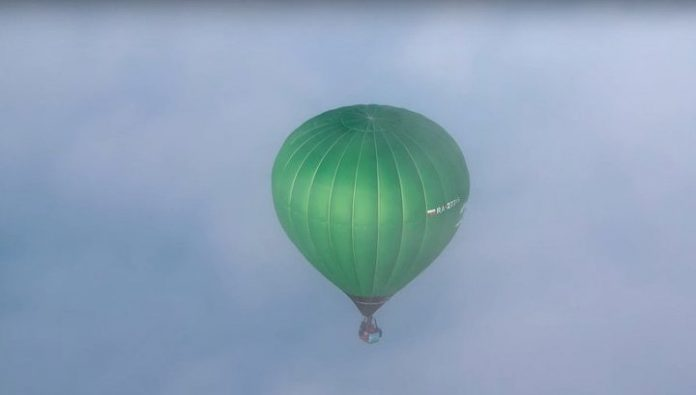 The travelers crossed the Ural in a balloon