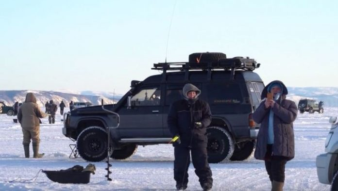 Three fishermen rescued from ice floes separated