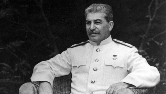 A resident of Moscow, died while trying to hang a portrait of Stalin