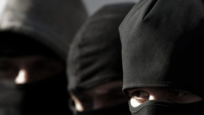 Armed robbers in masks rushed into a private house in Voronezh