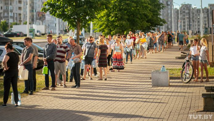 Burns the skin and unpleasant smells: Minsk residents are faced with water scarcity