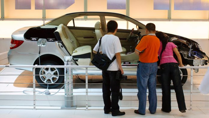China encourages carmakers to produce more hybrids