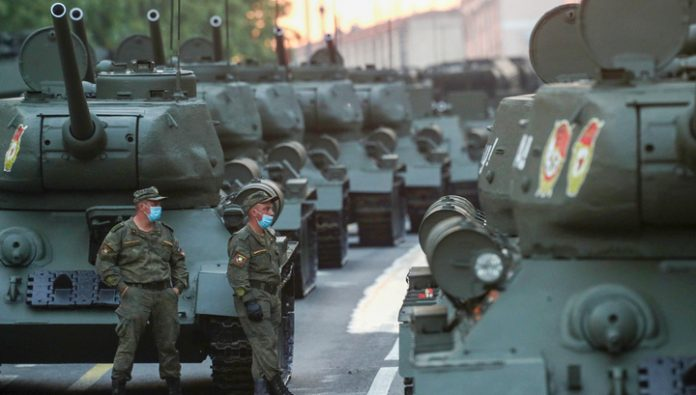Dress rehearsal of parade: military equipment went to the Red square