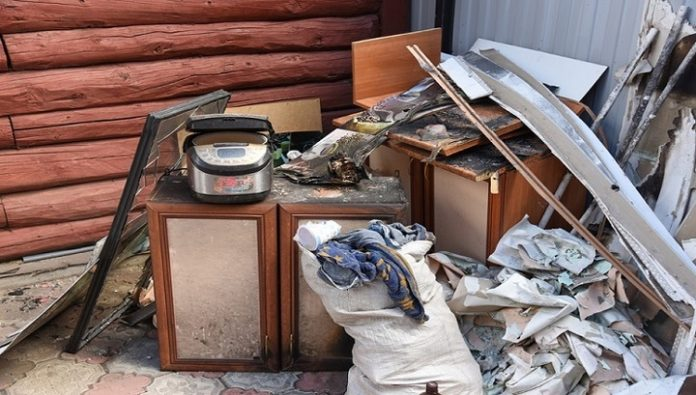 In Barabinsk, police rescued a family home with children from destruction in the fire