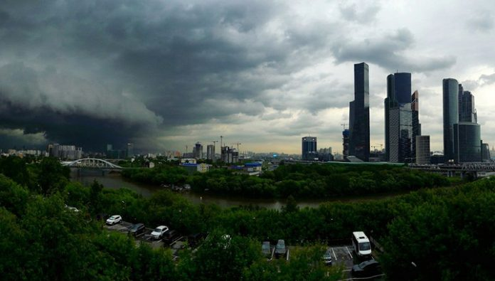 MOE warned Muscovites about the storm with hail