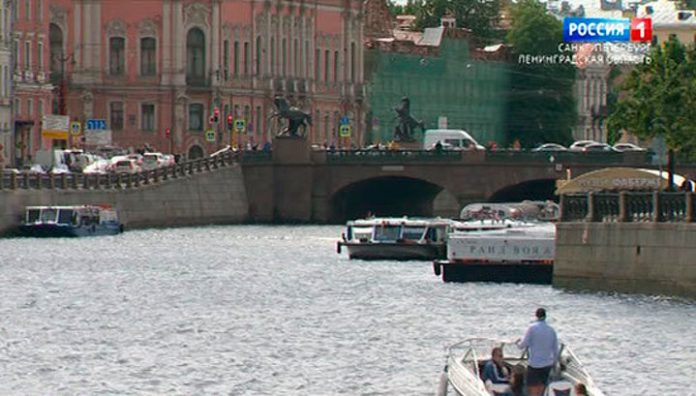 On channels of St. Petersburg swam more than a thousand pleasure boats