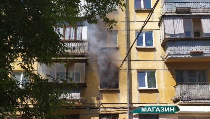Passers-by rescued from a burning apartment four children and a cat