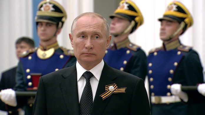 Putin presented state awards to those who make Russia a great power