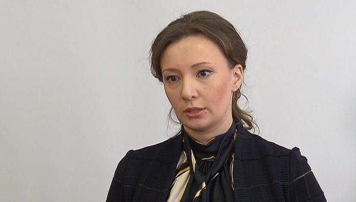 The amendment will extend the obligation of authorities to parents, says Kuznetsova