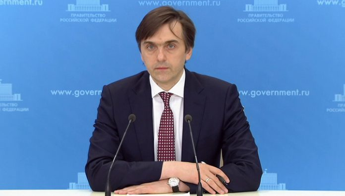 The Minister of education: online technologies will not replace traditional school