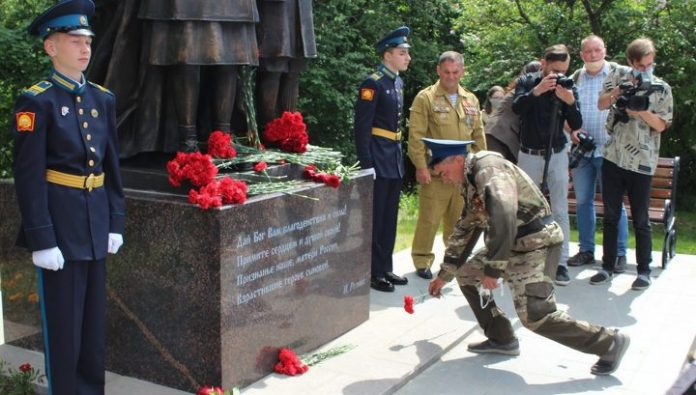 The monument to mothers in honor of the 75th anniversary of the great Victory opened in Petrozavodsk
