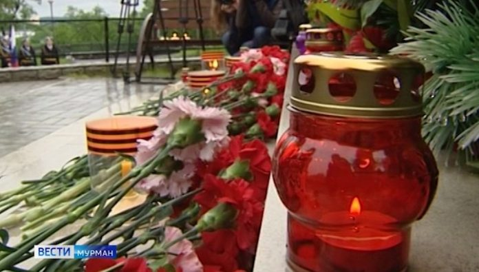 The residents of the city light a virtual candle of remembrance