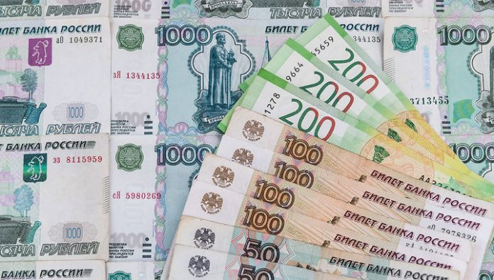 The ruble ends the month under pressure, Euro exceeded 80 rubles