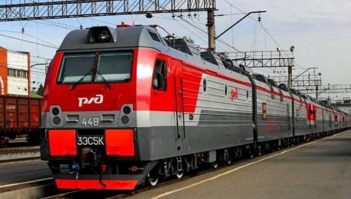 To travel by train across Russia in the summer, families with children will be able discount