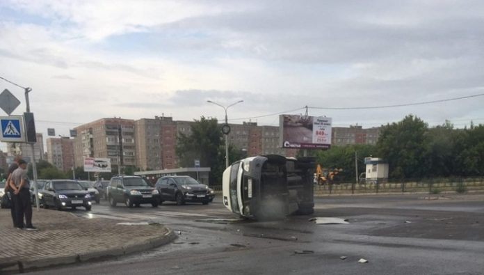 Collapsed on his side. In the southern Urals, the minibus turned over