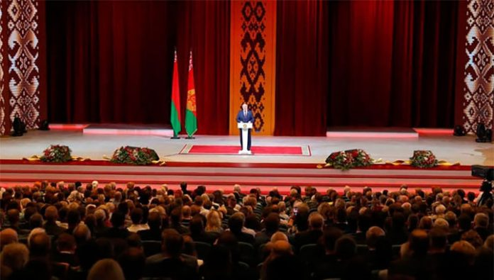 Lukashenko told about the envy of Russians, Belarusians and fullness presidential shares