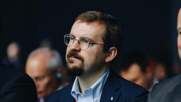 The head of Alfa-Bank Vladimir Verkhoshansky called for Russian programmers to stay in Russia